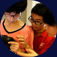 同学们练习摄影技术