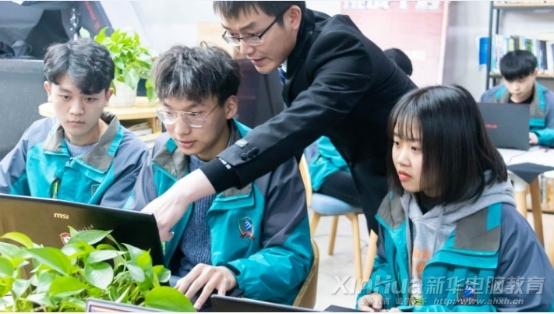 新华电脑教育:带薪实训,边拿薪水边学习